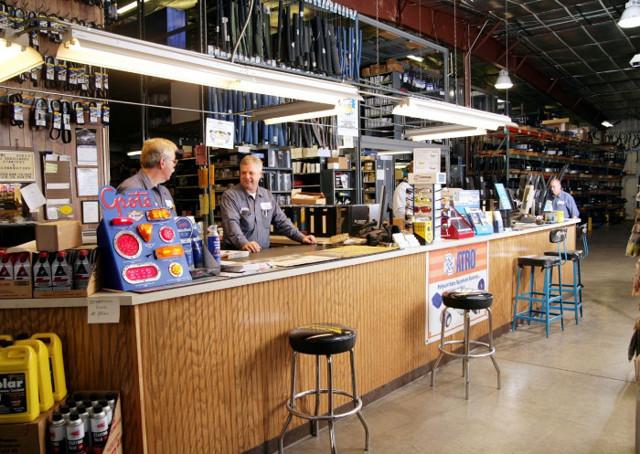 Как открыть магазин автозапчастей: пошагово