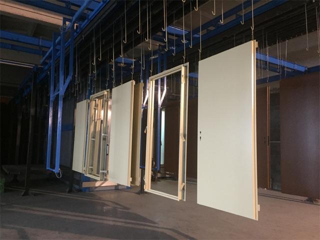 Производство металлических дверей: оборудование и расходы на бизнес